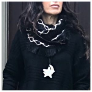 Accessories - Beautiful infinity knit scarf